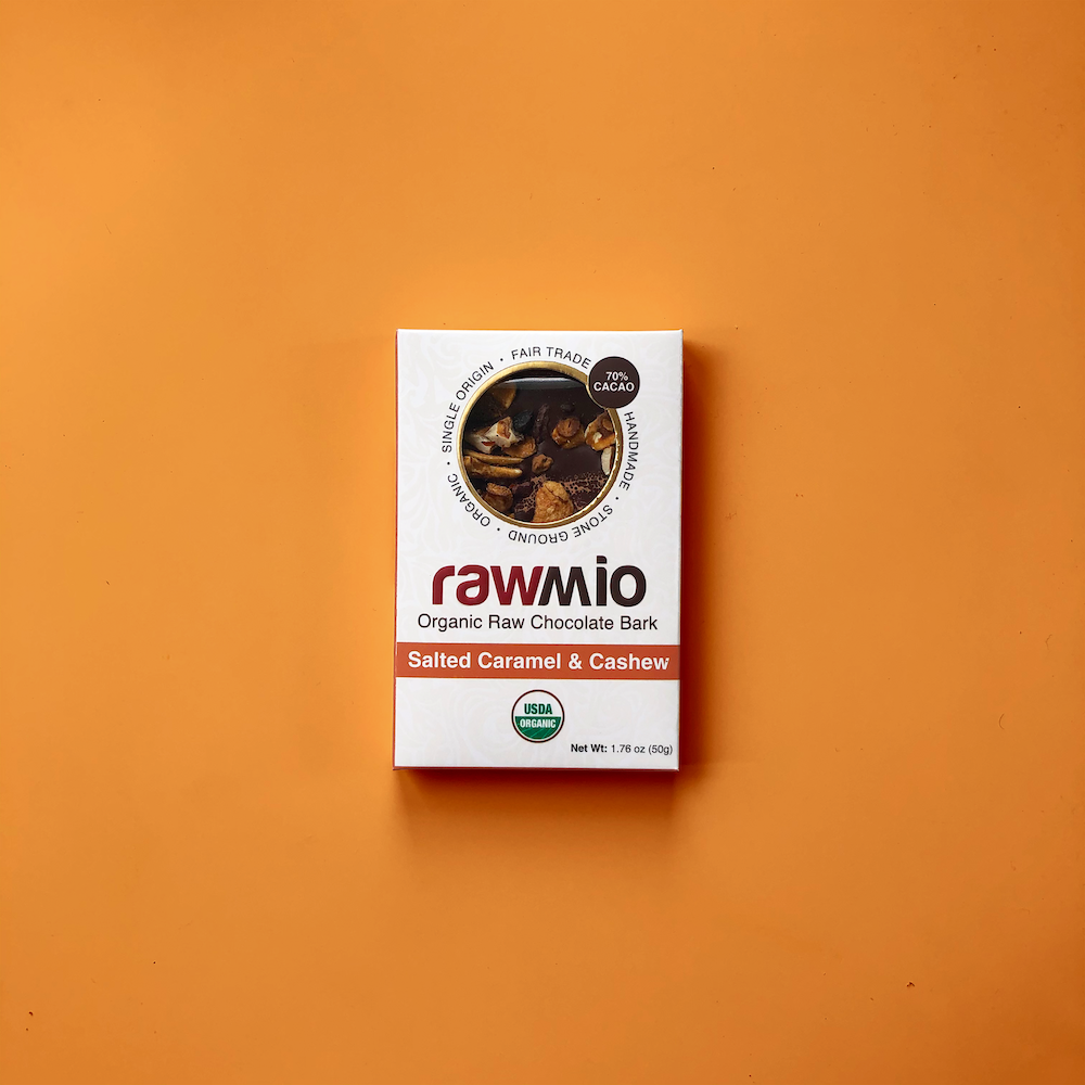 dark-chocolate-salted-caramel-cashew-rawmio-1000